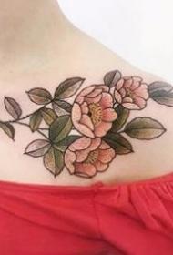 漂亮的一组精细植物花草纹身图9张