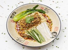 老北京炸酱面,一道传统的中式面食图片