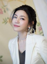 陈妍希扎高马尾穿西服外套显气质的图片欣赏