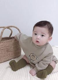 一组可爱的男宝宝写真拍摄图