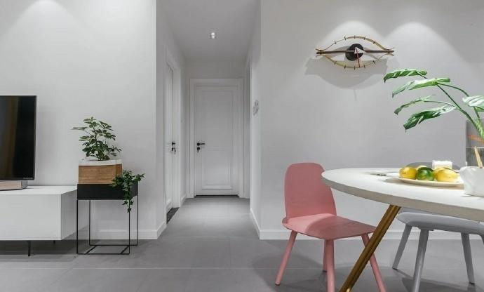 106平现代简约三居室,黑白灰中的跳跃色彩