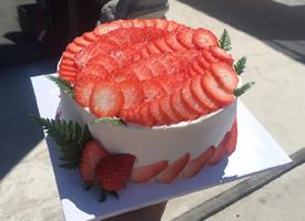 第一次看到这个类型的草莓蛋糕