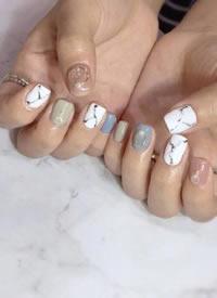 短指甲小仙女也可以做出来超好看的秋季美甲款 ????