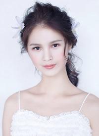 甜美卷发造型,清新自然的新娘发型