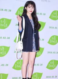 IU李知恩西裝短裙性感美腿寫真圖片