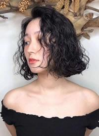 今年女生超级流行的女生泡面头发型