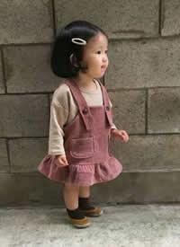 一组萌萌哒的小短腿女宝宝拍摄图片