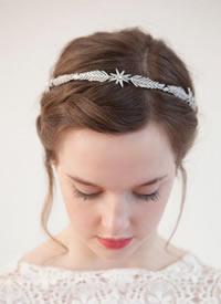 浪漫精美的新娘头饰,起到点睛之笔的作用