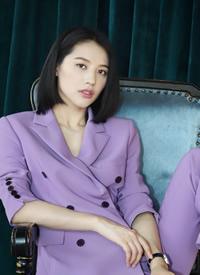董琦紫色西装魅力写真图片