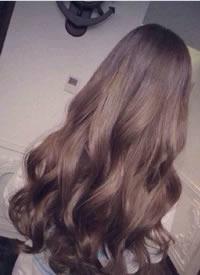 女生水波纹大卷发发型参考图片