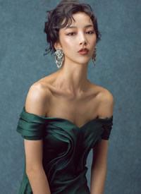 干练时尚的短发搭配精致妆容,给人一种超模的感觉