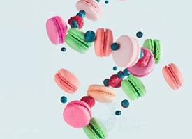 一組不同口味不同顏色的馬卡龍圖片