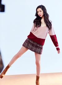 一组薛凯琪穿拼色毛衣甜美的写真图片
