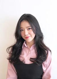 网红八字刘海女生中长发微卷发型图片参考