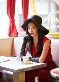 钟祺红色礼服性感摩登写真