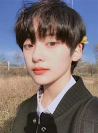 干净少年气息的00年韩国短发帅哥