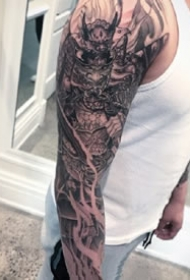 武士花臂:日式風格的一組傳統武士等花臂紋身圖案