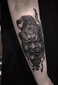 大年夜黑灰色的newschool风格黑色手臂纹身图案