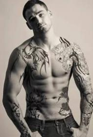 紋身帥哥:肌肉與紋身完美結合的帥哥圖片