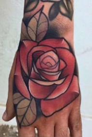 紋在手背的紅色school玫瑰紋身作品9張