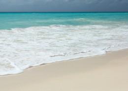 白色沙滩上的海浪图片_15张