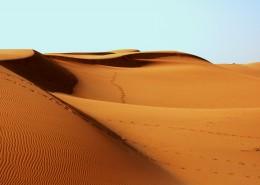 荒芜人烟的沙漠图片_9张