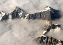 云雾缭绕的山峰图片_15张