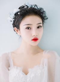 清新淡雅的妆感,少一些颜色,多一些高级新娘发型