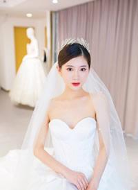 一组清透干净的中式和中式的新娘发型