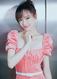 唐嫣以一袭粉色长裙亮相活动,优雅大气又不失甜美