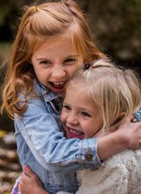 欧美可爱金发小女孩写真图片