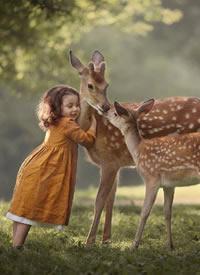 莫斯科摄影师镜头下的小姑娘与动物,好美,