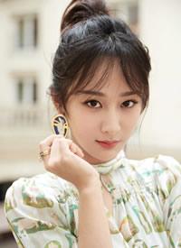 杨紫最新清爽甜美穿印花裙高清图片