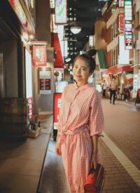 包文婧日系復古長裙街拍寫真圖片