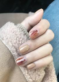秋冬最爱的奶茶棕色系美甲参考