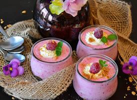 一组营养美味的水果奶昔图片