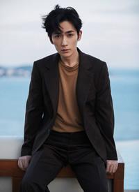 朱一龙三亚海边时尚大片太帅了未来可期