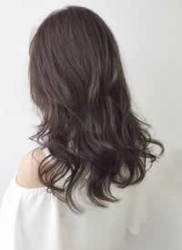 温柔气质中长卷发女生发型参考
