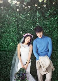 一组花丛的浪漫婚纱摄影图片