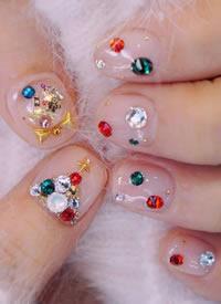 漂亮的鑲鉆亮晶晶的圣誕系美甲