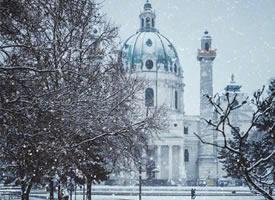 不知我是否有幸  去维也纳陪你看一场雪