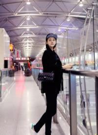 张佳宁机场简约时尚街拍图片