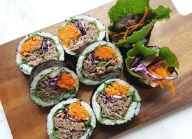 一组看起来就特别有食欲的紫菜包饭
