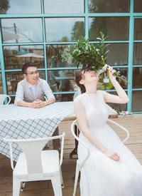 一抹轻纱,自然的,灵动的,不被束缚的婚纱拍摄图