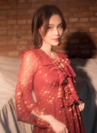 韩丹彤红裙墨瞳梦幻光影性感写真图片