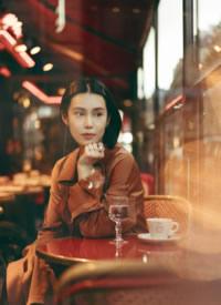 韩丹彤复古风魅力街拍图片