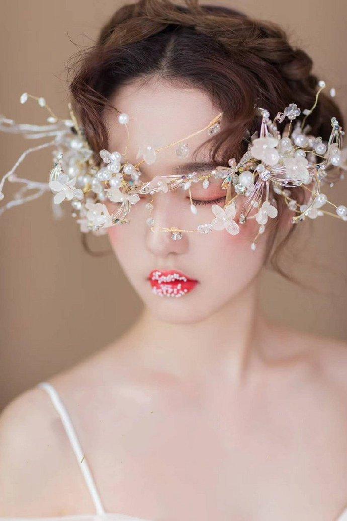 点击大图看下一张:森系、小清新、唯美、浪漫化妆造型图片