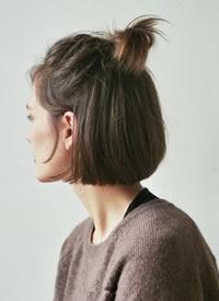 简单随性的天然短发半扎丸子头,甜美清爽又气质时髦