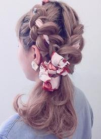 丝巾丝带与编发的情缘,打造小华丽的复古外型