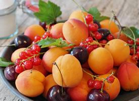 一组新鲜好看又好吃的水果拼盘图片